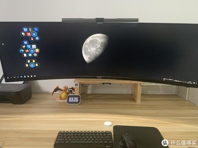 超级简约模式,那个按钮是一键踢动电脑和房间灯的无线开关