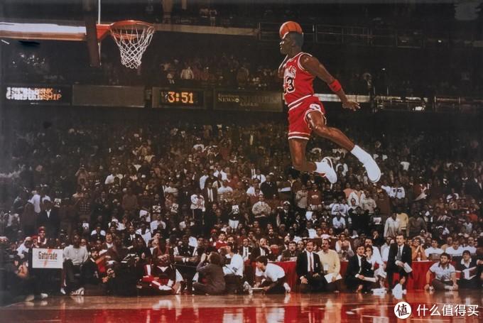 1988年2月6日,芝加哥全明星扣篮大赛,乔丹穿着AJ3完成罚球线起跳