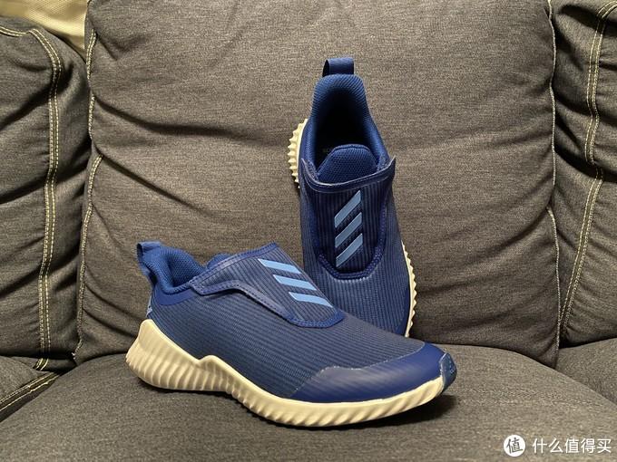 飞机魔术贴造型的adidasFortaRun童鞋