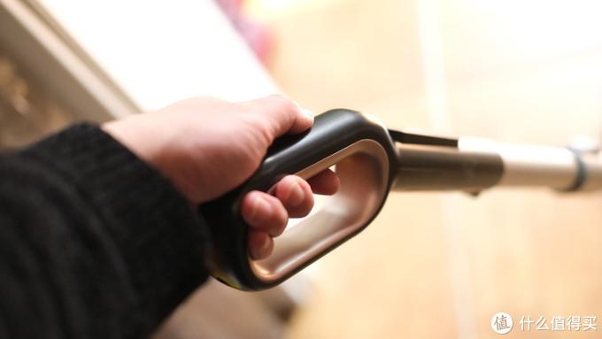 西屋电动拖把半年深度体验:一款4岁小孩也能轻松使用的免手洗清洁神器!