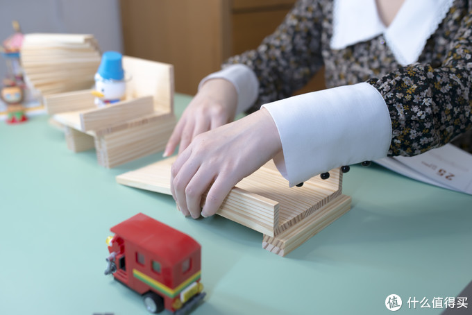 简单几块小积木,省下一笔早教钱~ 经典STEM教具—Planks积木科普及入门