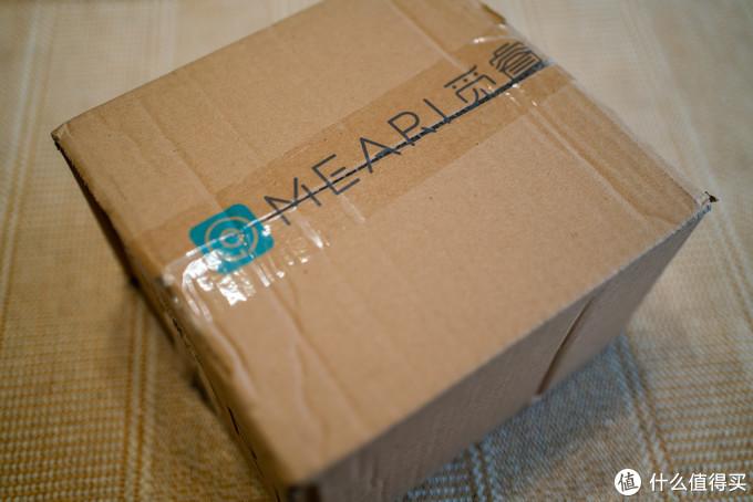 包装盒双层箱,带原厂商标的胶条,显得蛮正规