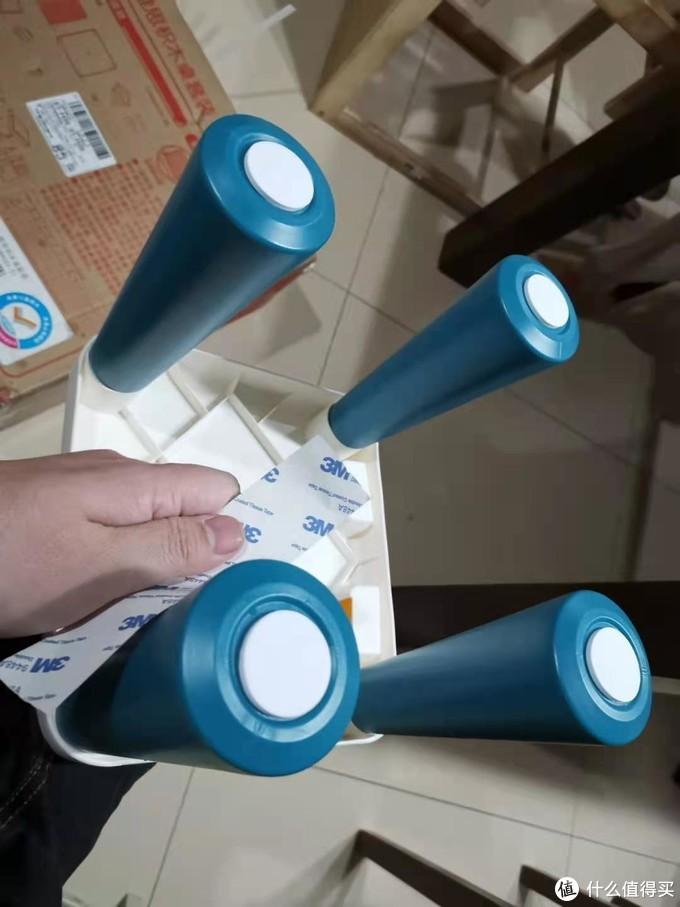 凳子腿有防滑3M贴。
