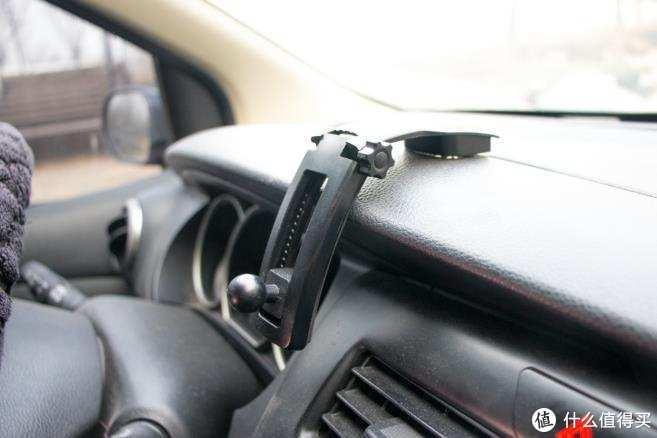 能熄火解锁的15W车载无线充----摩米士车载无线充