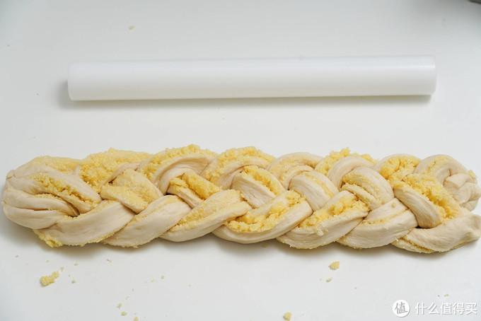 椰香浓郁、卡路里满满的完美早餐----超简单的椰蓉吐司制作方法