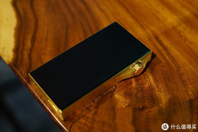 SA700 Vegas Gold评测:单手掌控的音频轻奢之作