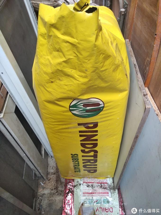 300升是好大的一包,接近60kg也是能艰难才能把它搬回家