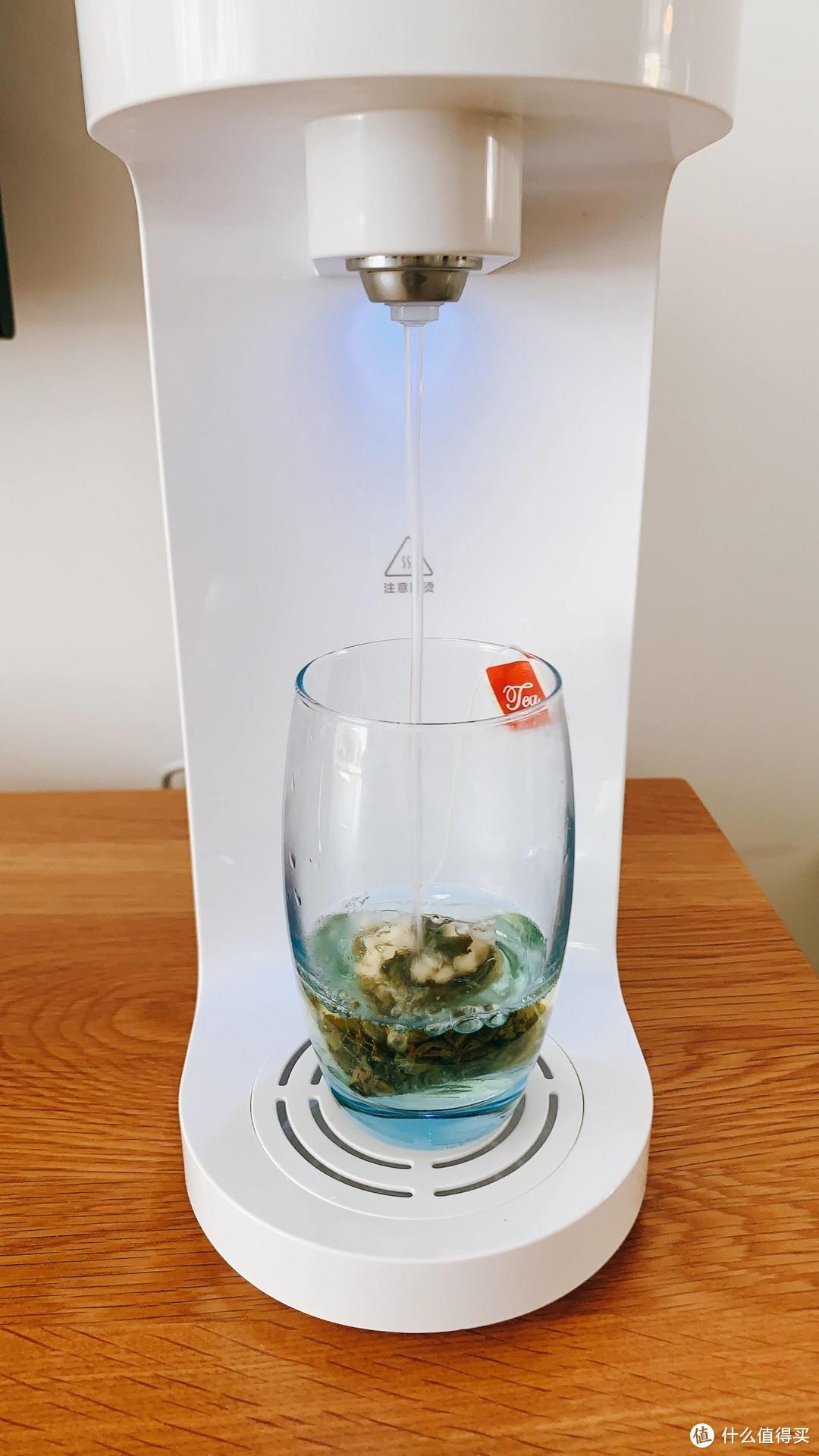 """华凌""""小花生""""即热饮水机,秒出热水,使用方便还省电,家里烧水壶光荣下岗"""