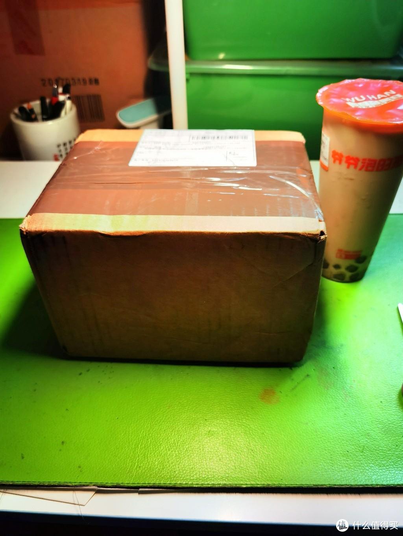 盒子大概就这么大,放个奶茶对比下