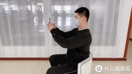 4个在办公室就可以做的缓解肩颈疼痛小技巧!