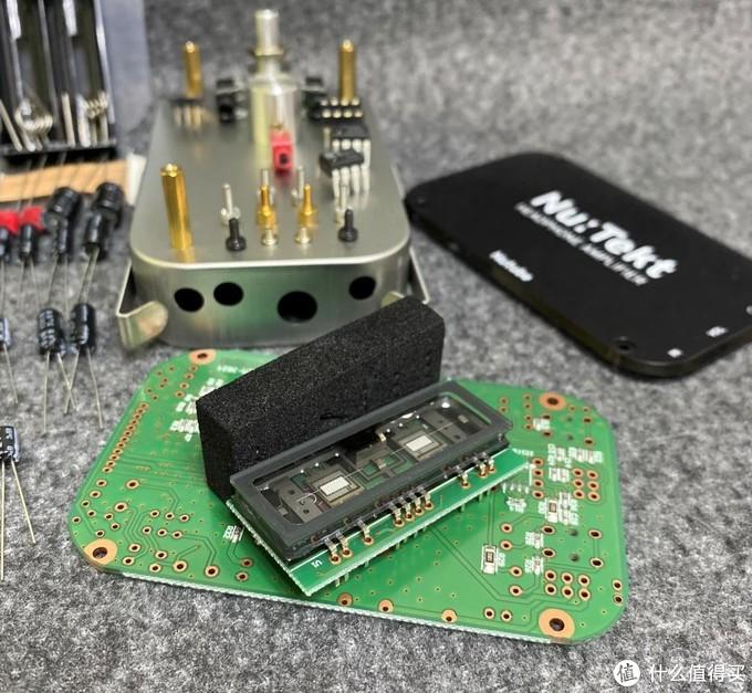 需要单独焊接在一张小电路板上
