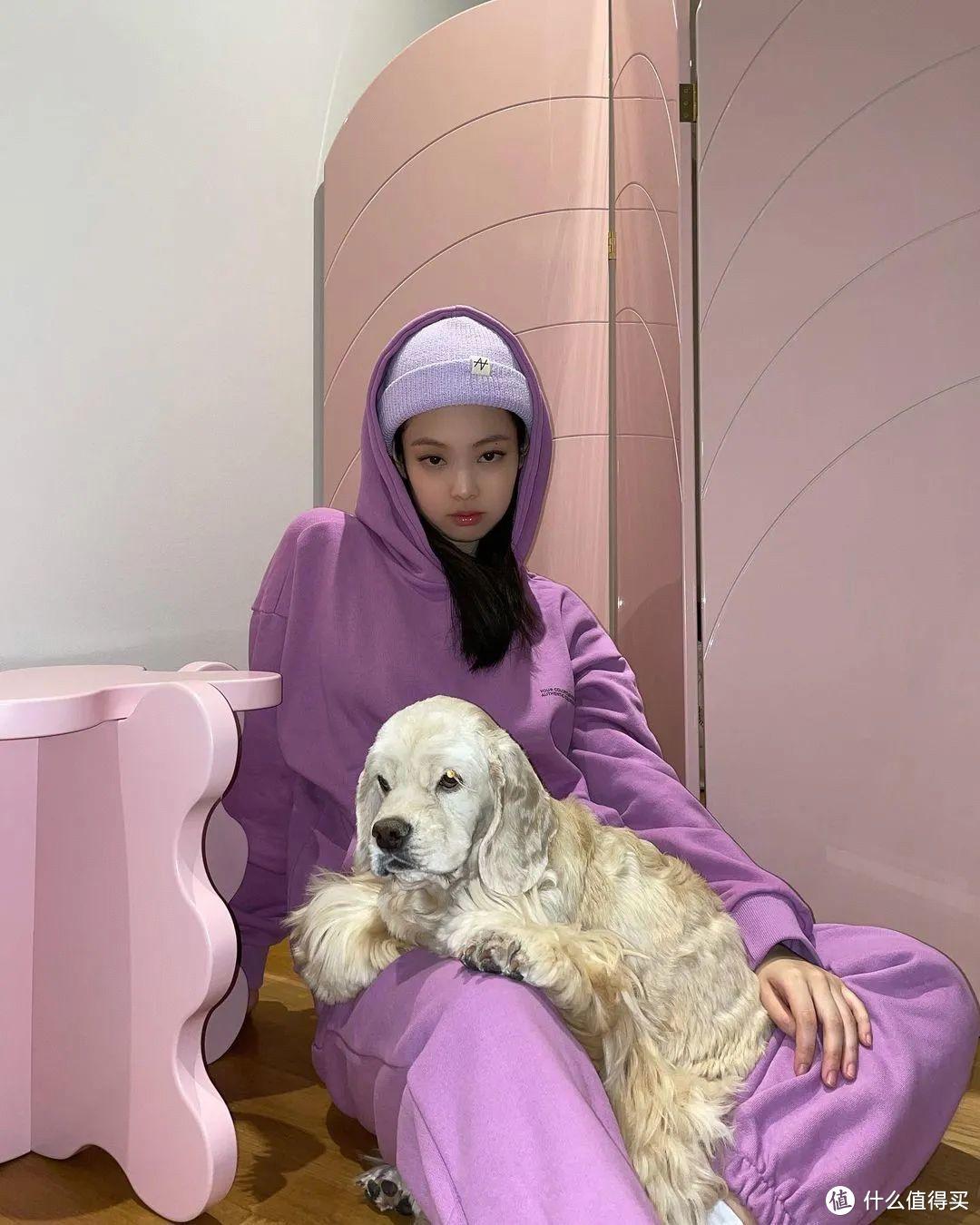 今年流行紫色上衣,搭配什么颜色的裤子更特别?这5个配色值得学