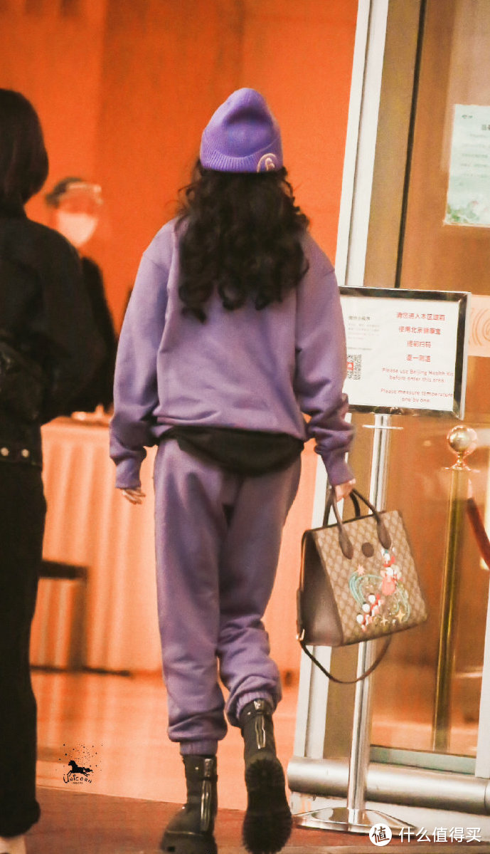 明星背啥包Vol.11:杨幂漫画腰又火了,其实她的私服包包也很值得扒