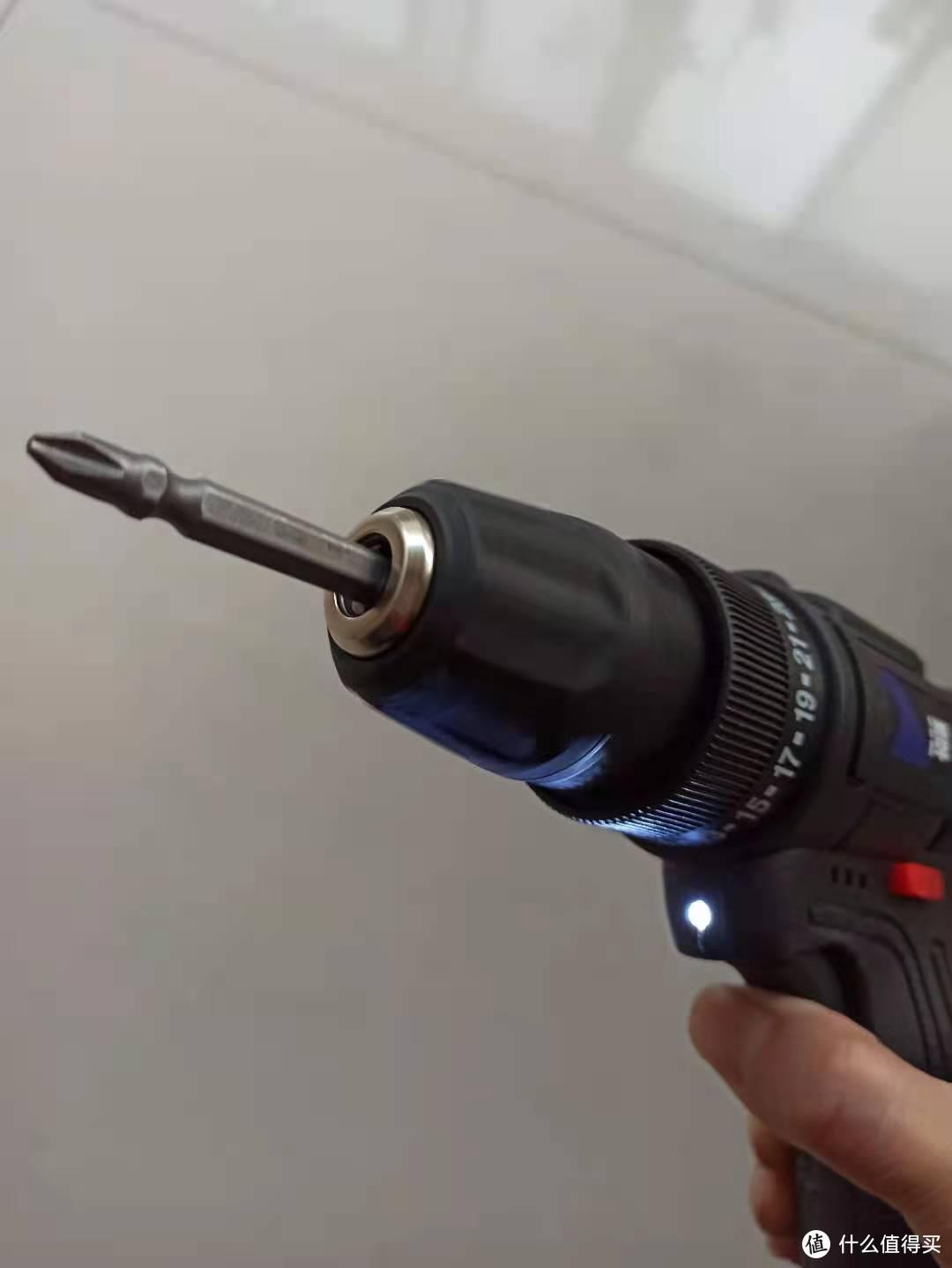 这是自带的LED照明。