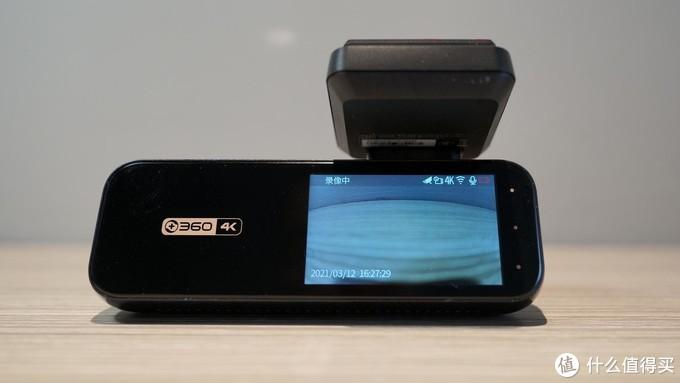 屏幕上方会显示录像状态及已开启的功能,非常清晰直观。