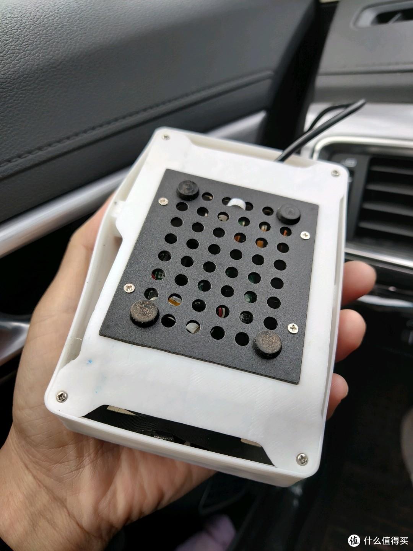 一个屏幕,放车里面温度稍高点都变形了
