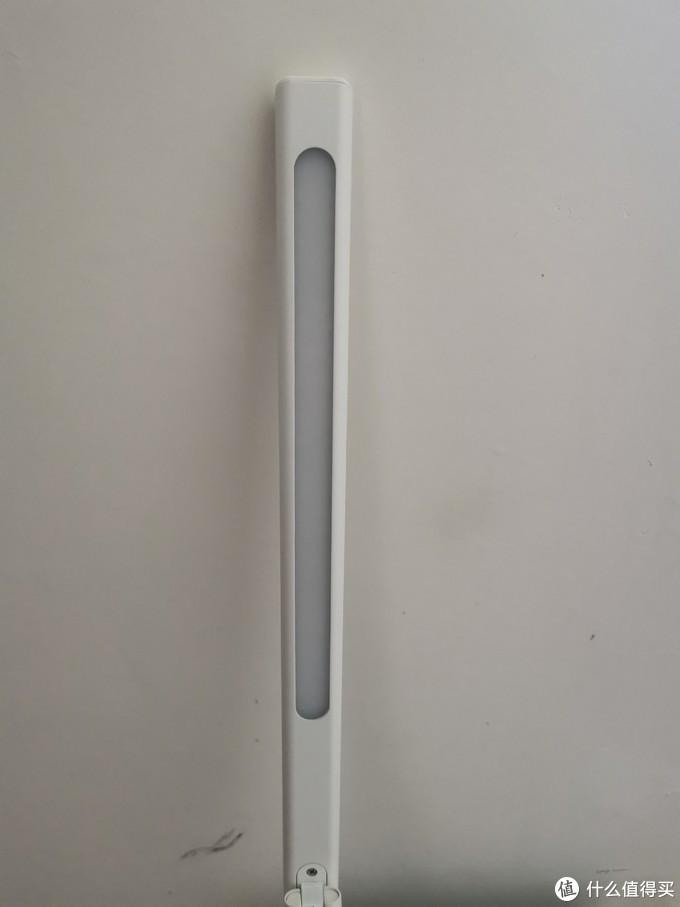 主体灯管,就是这样的长条状。这个没什么可说的