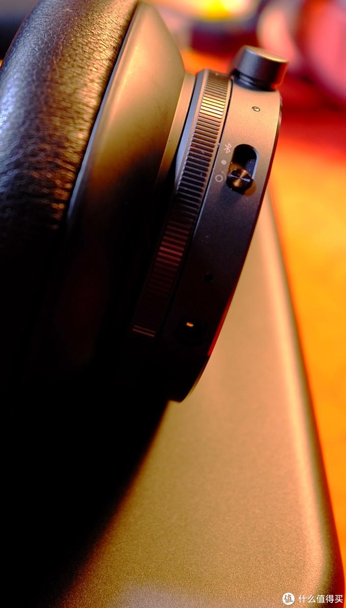 内侧螺纹为音量调节环