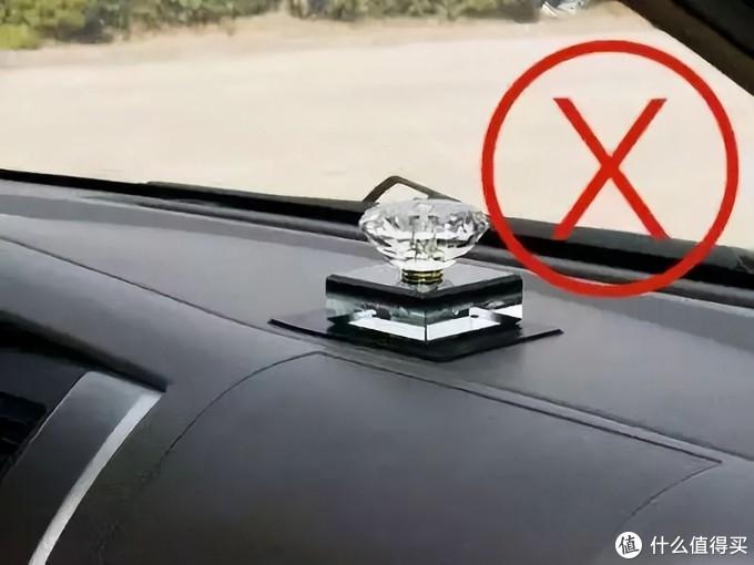 """车品红黑榜——行车记录仪 充气泵 香水谈谈那些""""必买""""以及""""需要避坑""""的车品"""