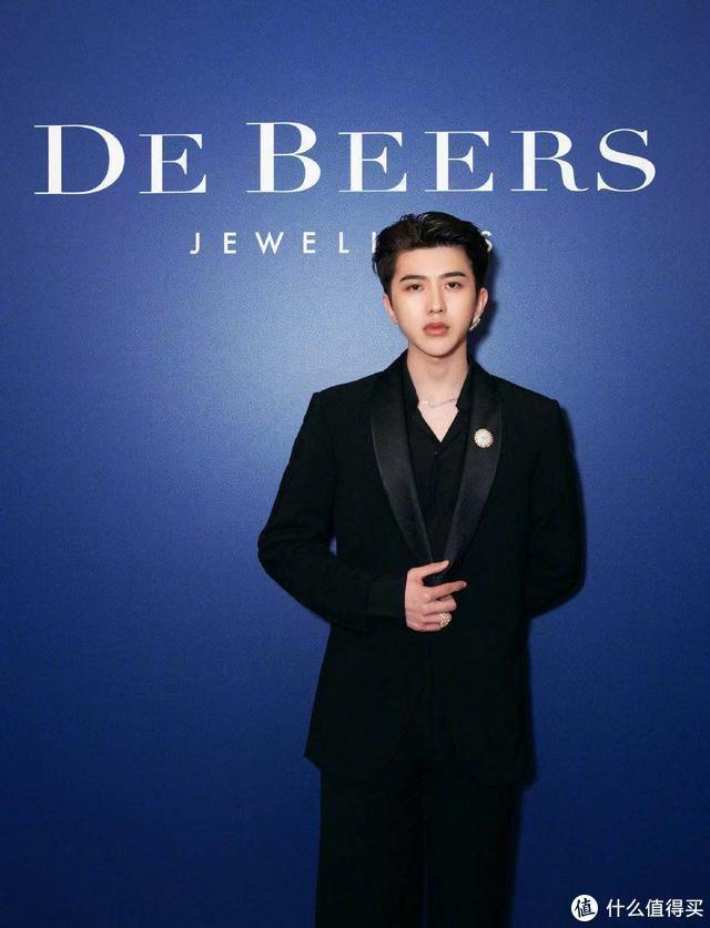 蔡徐坤成为戴比尔斯品牌代言人后,坤坤同款已经卖断货了!