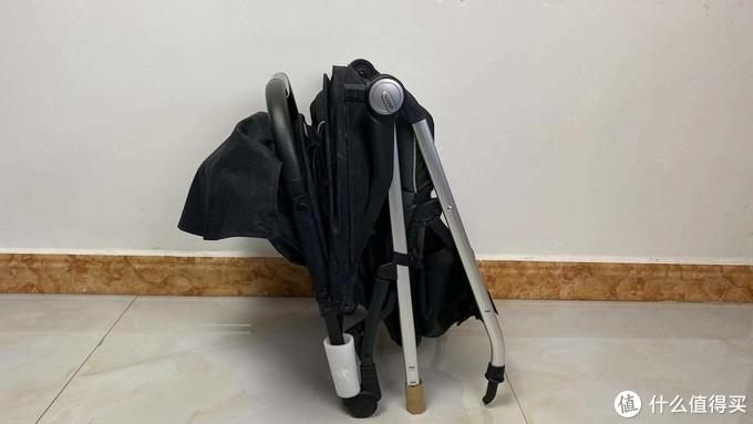 解放双手神器—qborn百灵便携折叠婴儿推车