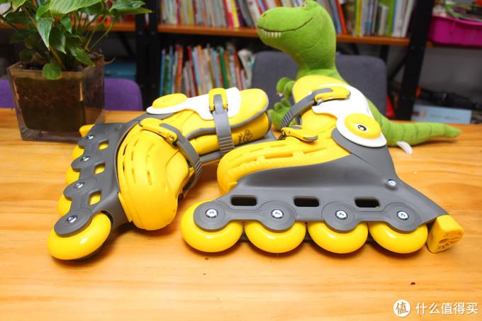 诶~哎~诶,差点摔—柒小佰 小怪兽儿童轮滑鞋套装使用成长记