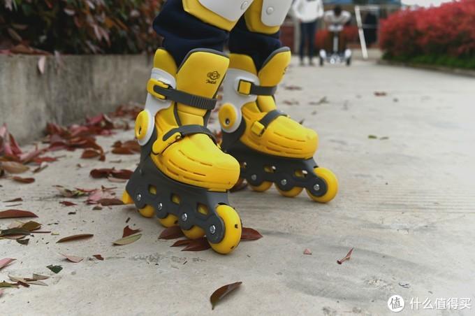 性价比极高的儿童轮滑套装-柒小佰小怪兽儿童轮滑