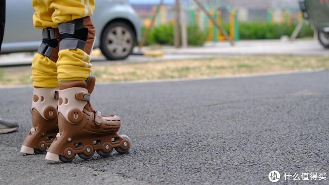 联名款从娃娃抓起,柒小佰 X Line Friends儿童轮滑套装评测