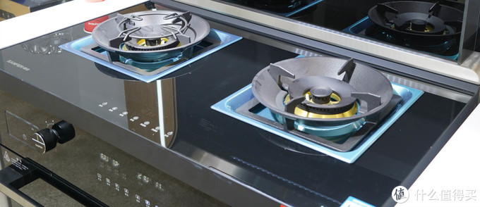 不只烟机、灶具、蒸箱、烤箱四合一!一文带你了解AWE上展出的高品质集成灶