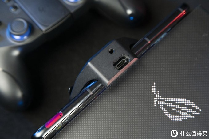 """不止""""六指吃鸡"""" 这才是高端游戏硬件大厂的水平 腾讯ROG游戏手机5评测"""