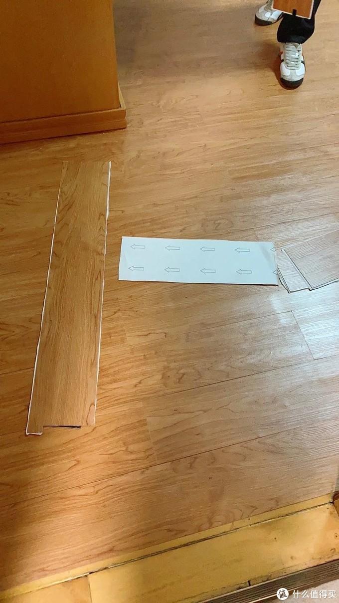 整张背胶的地板贴,甲醛含量令人担忧