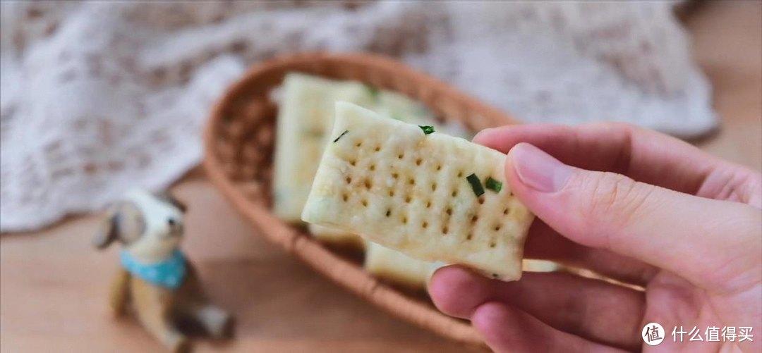 微波炉葱香苏打饼干,咸香酥脆
