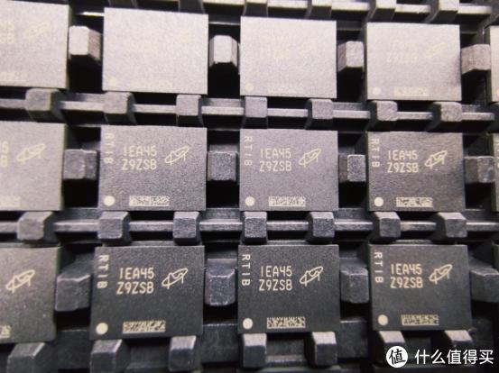 科技东风丨小米确定造车、这块威联通扩展卡有点强、国产DDR5内存颗粒首次现身