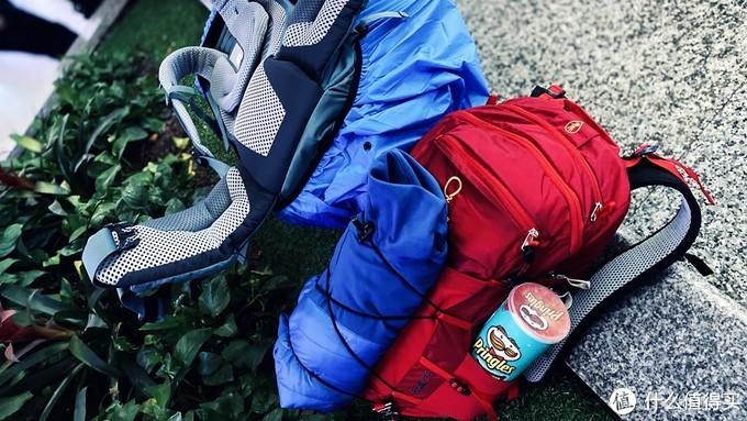 女孩子进山装备只要颜?徒步10年迪卡侬入门装备进化史,一文读懂春季远足背包露营搭配技巧。