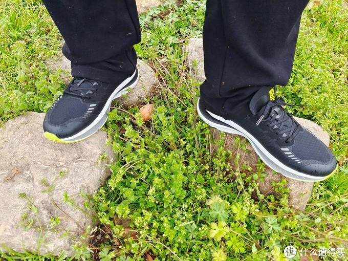 薄如蝉翼,轻如鸿毛也可以形容一双跑鞋?轻云缓震竞速跑鞋体验