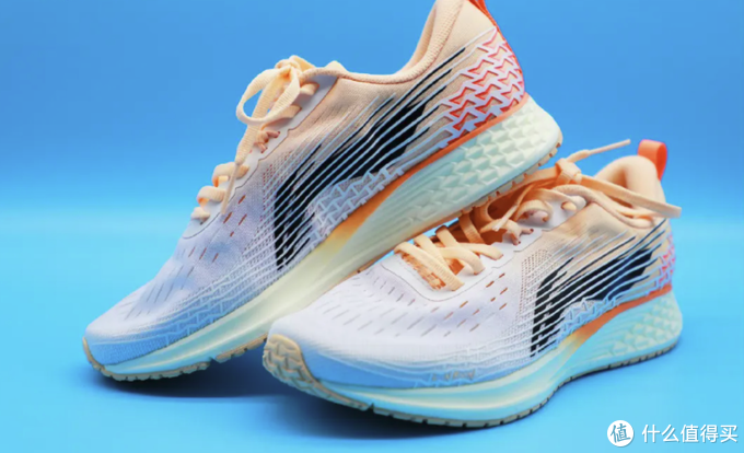 起跑线26期:2021国产跑鞋崛起,那些集好价、高颜值、尖端科技于一身的国产跑鞋盘点!