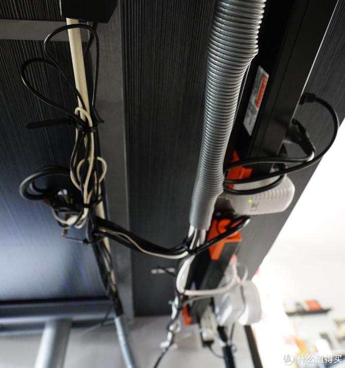 两根扎带 一根走强电,一根走信号线 近看还是有点乱