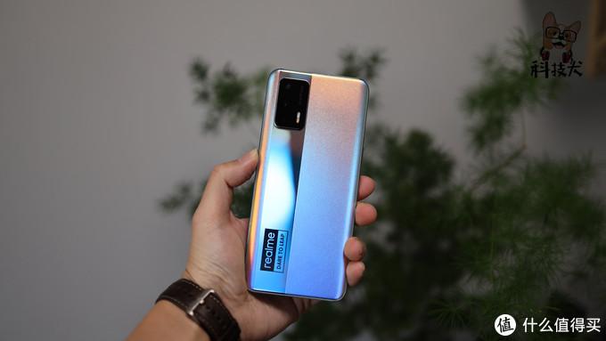 "realme 真我GT Neo简评:完美诠释""赛博""的科技感"