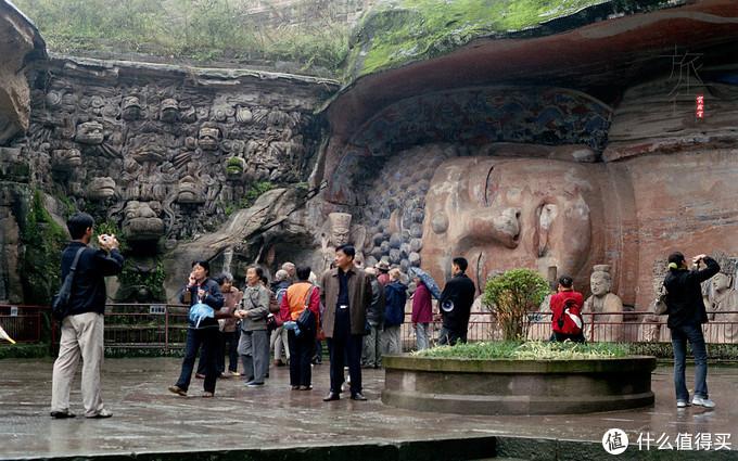 左侧九龙浴太子,右侧释迦涅槃,佛陀的生死也在一瞬间啊