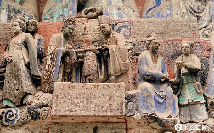 雕像的服饰与当时服饰保持一致