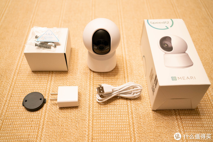 全家福:相机本体、Micro-USB电源线(约2米+长度)、5W电源、自攻螺丝+倒装底座、保卡、说明书。