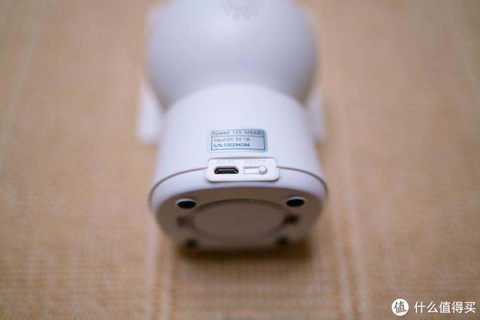底部Micro-USB插座和Reset重置按钮(没采用针孔设计,直接按压即可,此处好评)