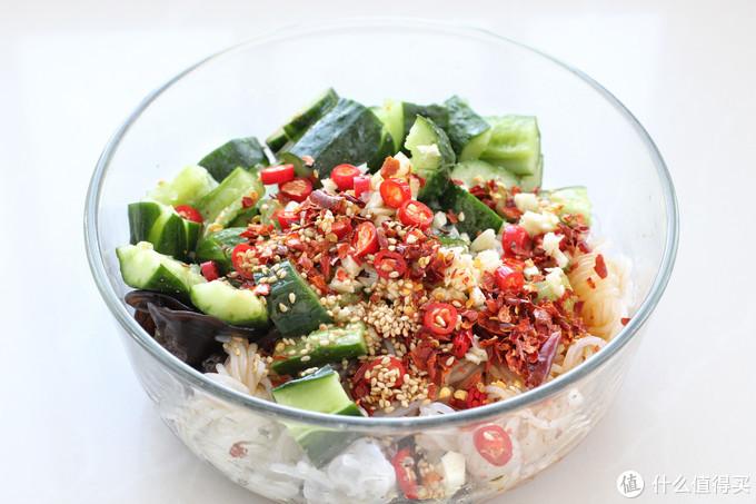 减肥千万别节食,来道爽口凉拌菜,吃撑也才一百大卡,饱腹感十足