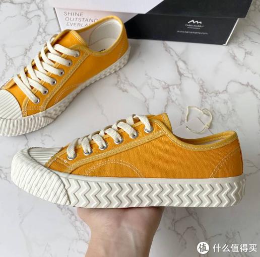 """今年火爆时尚圈新宠儿""""饼干鞋"""",到底该怎样搭配?"""