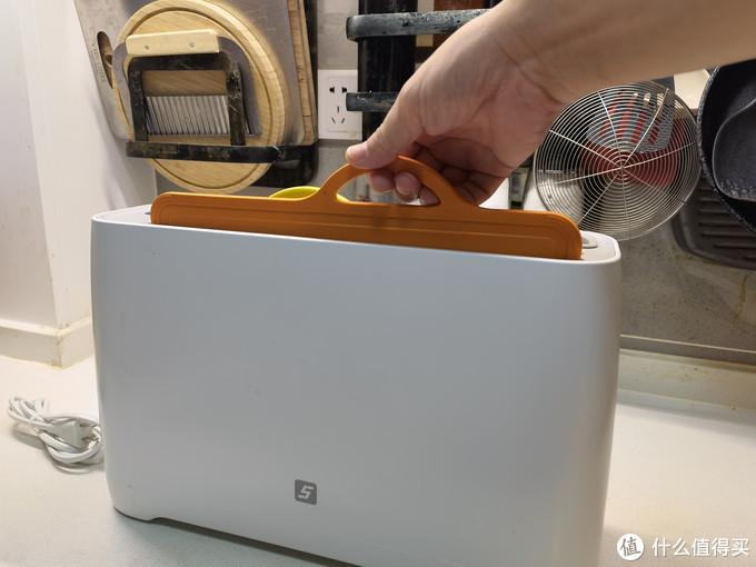 砧板边缘还有一圈防溢水槽,特别适合切水果等汤汁多的食材。