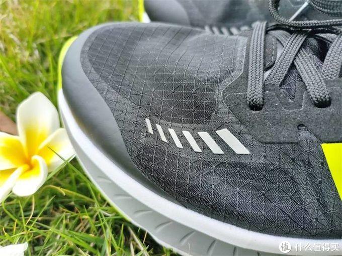 FREETIE轻云缓震竞速跑鞋,轻盈缓震,透气自在的去运动