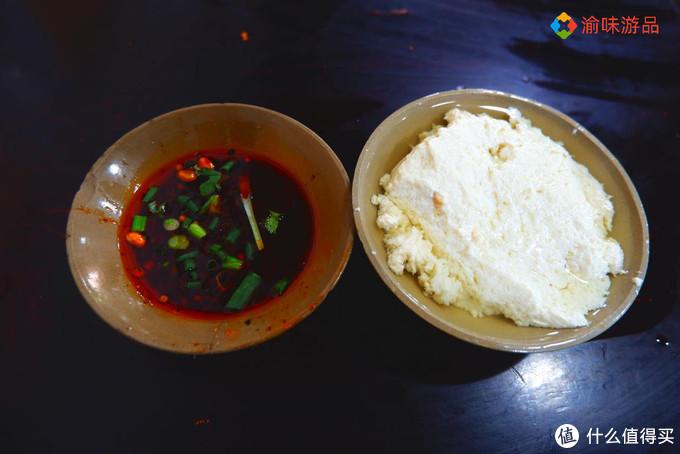 广东小妹第一次体验重庆豆花,吃惯了甜的豆花,会觉得好吃吗?