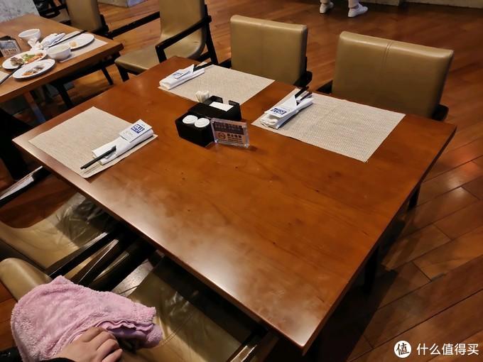 """比威斯汀如何?一家三口花费498元,带着""""大龙虾""""的鲁商凯悦五星酒店的自助餐怎么样?"""