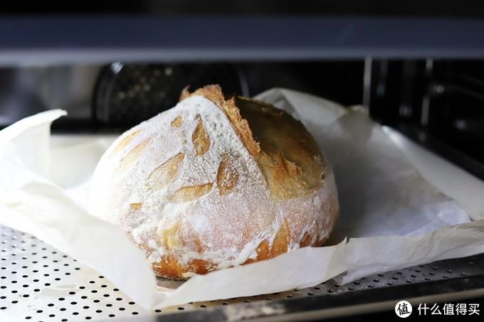 欧包不再长大后转为上下烤,继续烤熟、定型、上色