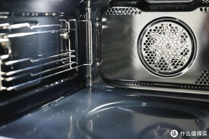 进口搪瓷内胆,四角是一体成型无接缝的,背部风扇+热源,底部隐藏式热源